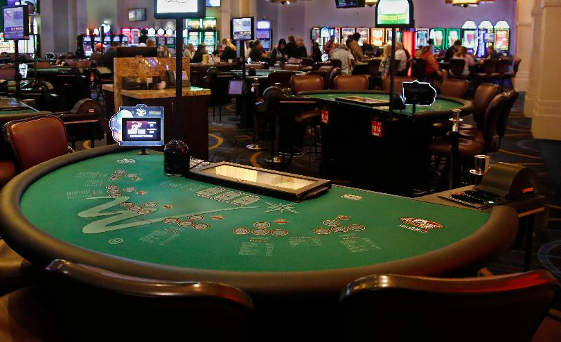 Using 7 Casino Card Game Strategies Like The Pros